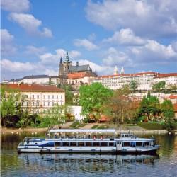 Hradschin mit Schiff Prag