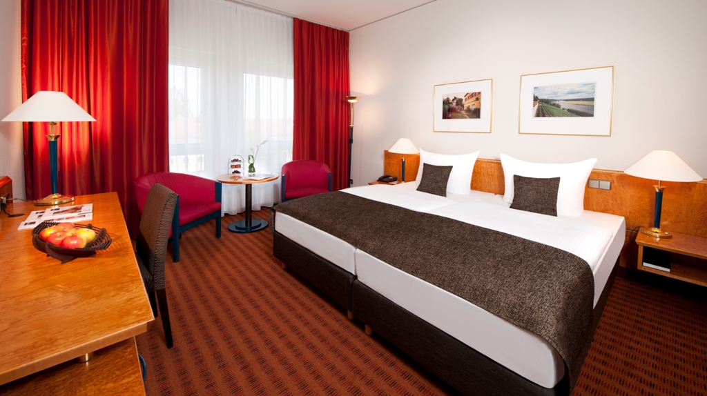 Dorint hotel dresden online buchen bei compact for Hotelzimmer dresden