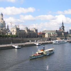 Silhouette Dresden  mit  Dampfer