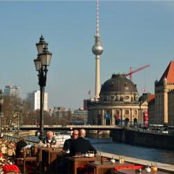 Berlin Monbijou Blick zum Dom und Fernsehturm