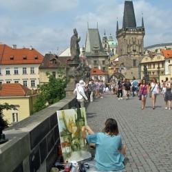 Malerin Karlsbrücke in Prag