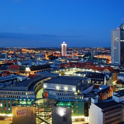 Luftbild – City-Hochhaus und Innenstadt Leipzig