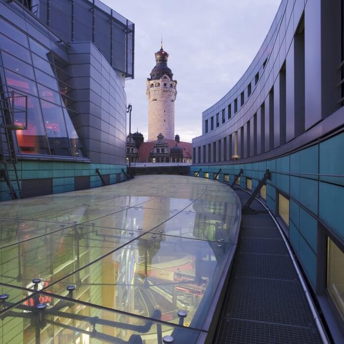 Petersbogen – Blick zum Neuen Rathaus